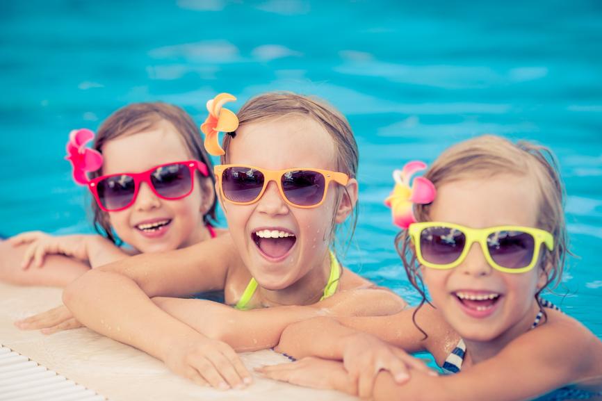 Ni os y h bitos dentales en verano convierte la higiene for Clases de piscina para bebes